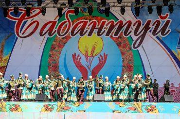 Сабантуй в Астане: Чак-чак, перетягивание канатов, татарская борьба