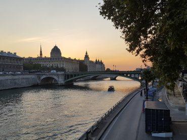 Встречу Александра I и Наполеона воссоздали в предместье Парижа