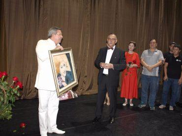 Портрет Илзе Лиепа передан театру «Астана Балет» в дар от РЦНК