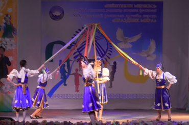 Народный танцевальный коллектив «Радуга Престиж» с танцем «Карусель»