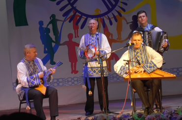 Фольклорный ансамбль «Коляда » с песней «Лен»