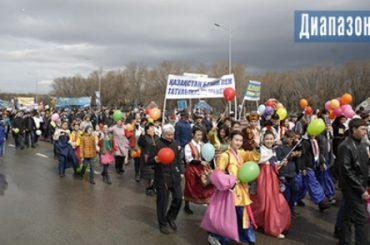 10 тысяч актюбинцев прошли по центральной улице 1 мая