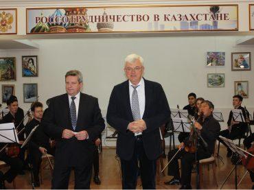 Концерт, посвященный 73-й годовщине Победы в Великой отечественной войне прошел в Астане