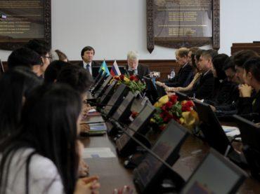К Дню дипломатического работника: посол России в Казахстане встретился со студентами Евразийского университета