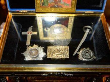 Принесение ковчега со святынями страстей Христовых в Константино-Еленинский собор города Астаны