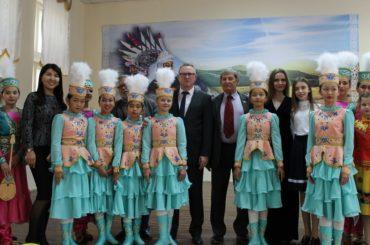 В Уральске прошел VI детский фестиваль этнокультурных объединений «Цвети, родное Приуралье», приуроченный к Дню города