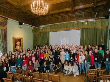 Школьники из Казахстана приняли участие в культурно-образовательной программе «Театральный Петербург»