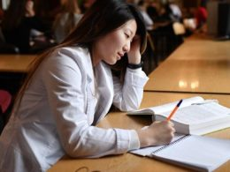 Более 7 тысяч зарубежных выпускников обучат цифровой грамотности в России