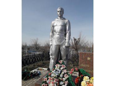 К юбилею Победы в Западном Казахстане обустраивают воинские мемориалы