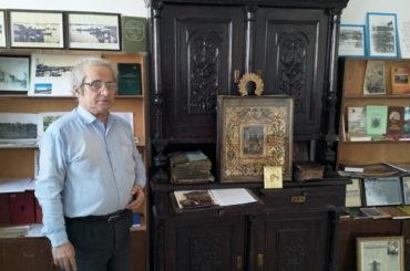 """Горожанин подарил музею """"Улицы старого Гурьева"""" буфет более чем с 200-летней историей."""