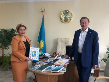 Книги от Представительства Россотрудничества получили в подарок учащиеся Петропавловского лицея