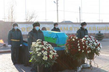 В Атырау перезахоронили останки солдата