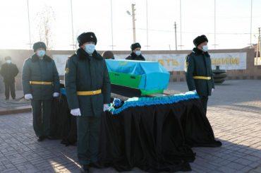 Останки солдата Сапаргали Мукалова предали родной земле