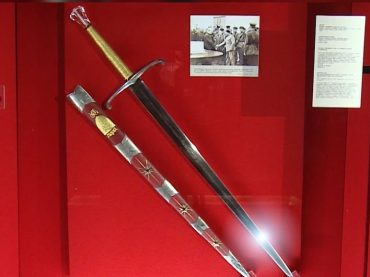 Сквозь призму почетного меча короля Георга VI