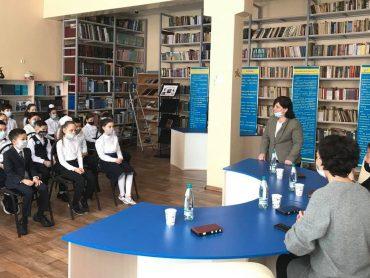 Живой классик пришел в класс: школьники Нур-Султана встретились с казахстанской поэтессой Дарией Джумагельдиновой