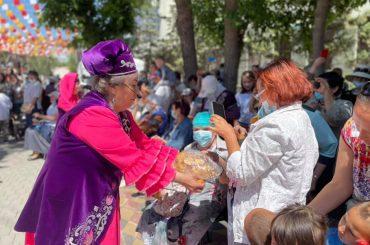 Татарская диаспора провела в центре столицы национальный праздник Сабантуй