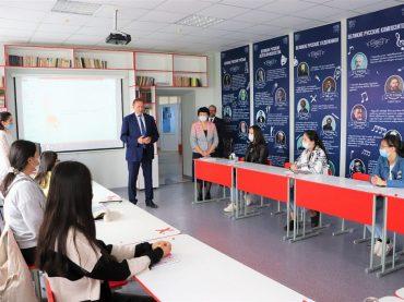 🖋И к филологам, 🛢и к нефтяникам: директор Русского дома в Нур-Султане посетил вузы Атырау